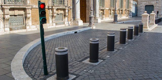 I dag her på bloggen skal vi tale om pullerter. Ved du hvad det er? Det er noget, som man faktisk ser ret meget i gadebilledet. Men ingen af os kender vidst navnet på dem.